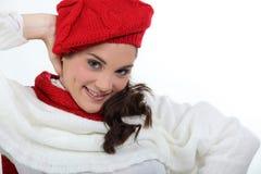 Kvinna i stilfullt stickade plagg Royaltyfria Foton