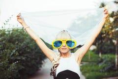 Kvinna i stora exponeringsglas Royaltyfria Bilder