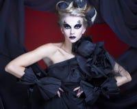 Kvinna i svart. Royaltyfria Foton