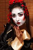 Kvinna i traditionell östlig dräkt royaltyfri fotografi