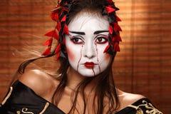 Kvinna i traditionell östlig dräkt arkivfoto