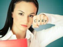 Kvinna i tufft näringslivbegrepp Arkivfoton