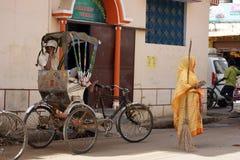 Kvinna i Varanasi, Indien royaltyfri foto