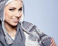 Kvinna i varma kläder arkivfoton