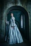 Kvinna i Victorianklänning Royaltyfri Foto