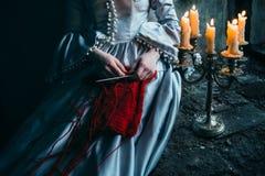 Kvinna i Victorianklänning arkivfoton