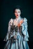 Kvinna i Victorianklänning arkivbilder