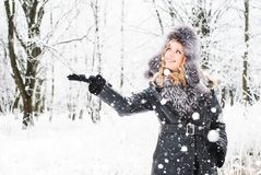 Kvinna i vinter Arkivbilder