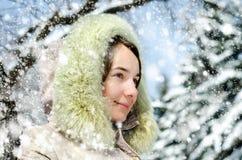 Kvinna i vinter royaltyfri fotografi