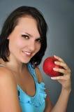 Kvinna med äpplet Arkivbilder