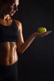 Kvinna med äpplet Arkivbild