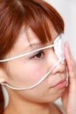 Kvinna med ögonlappen Arkivbild