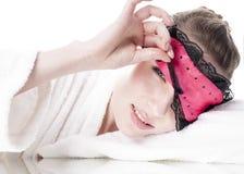 Kvinna med ögonmaskeringen. Royaltyfri Foto