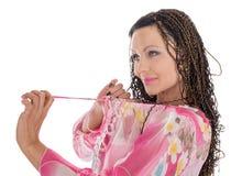 Kvinna med afrikanska flätade trådar Arkivfoton