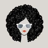 Kvinna med afro hår Arkivbild