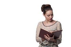 Kvinna med anteckningsboken Royaltyfria Bilder