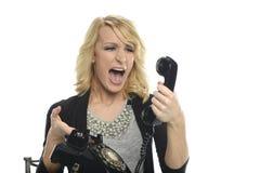 Kvinna med att ropa för vintagrtelefon Royaltyfria Foton