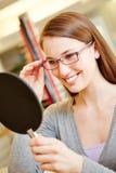 Kvinna med att se för exponeringsglas royaltyfria foton
