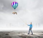 Kvinna med ballongen Royaltyfri Foto