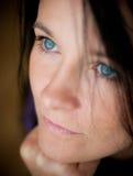 Kvinna med blåa ögon Arkivfoto
