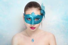 Kvinna med blåttmaskeringen Royaltyfria Bilder