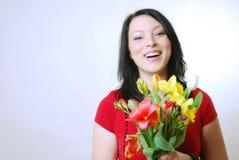Kvinna med blommor royaltyfria foton
