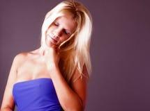 Kvinna med blont hår Arkivbild