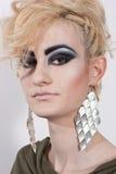 Kvinna med blont hår och smink Royaltyfri Bild