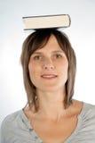 Kvinna med boken Royaltyfri Foto