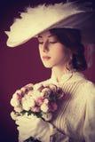 Kvinna med buketten Royaltyfri Foto