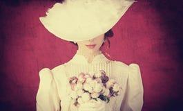 Kvinna med buketten Royaltyfria Foton