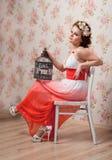 Kvinna med buren Royaltyfria Bilder