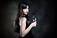 Kvinna med champagne Arkivfoto