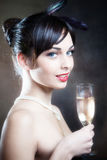 Kvinna med champagne Arkivbild
