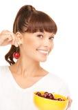 Kvinna med Cherry Royaltyfria Foton