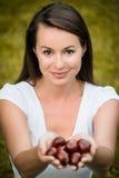 Kvinna med chesnuts Royaltyfria Foton