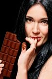 Kvinna med choklad Royaltyfri Foto