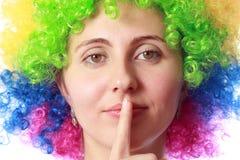 Kvinna med clownhår Arkivbild