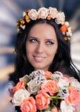 Kvinna med den blom- kransen och buketten Fotografering för Bildbyråer