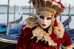 Kvinna med den härliga dräkten på den venetian karnevalet 2014, Venedig, Italien Arkivbilder