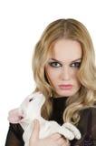 Kvinna med den orientaliska shorthairkatten Fotografering för Bildbyråer