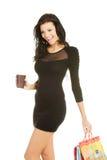 Kvinna med den shoppingpåsar och koppen kaffe Arkivbild