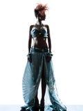 Kvinna med den siden- klänningen för stordia royaltyfri fotografi