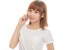 Kvinna med den sladdlösa telefonen Royaltyfri Foto