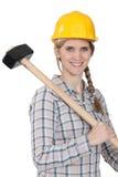 Kvinna med den stora hammaren Royaltyfri Foto