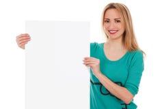 Kvinna med det blanka vita brädet Royaltyfria Foton