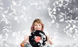 Kvinna med diskoplattan Royaltyfri Fotografi