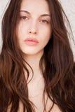 Kvinna med djupa ögon för en piercing Fotografering för Bildbyråer