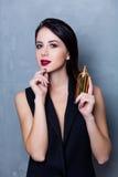 Kvinna med doftflaskan royaltyfria foton