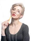 Kvinna med en blyertspenna Arkivbilder